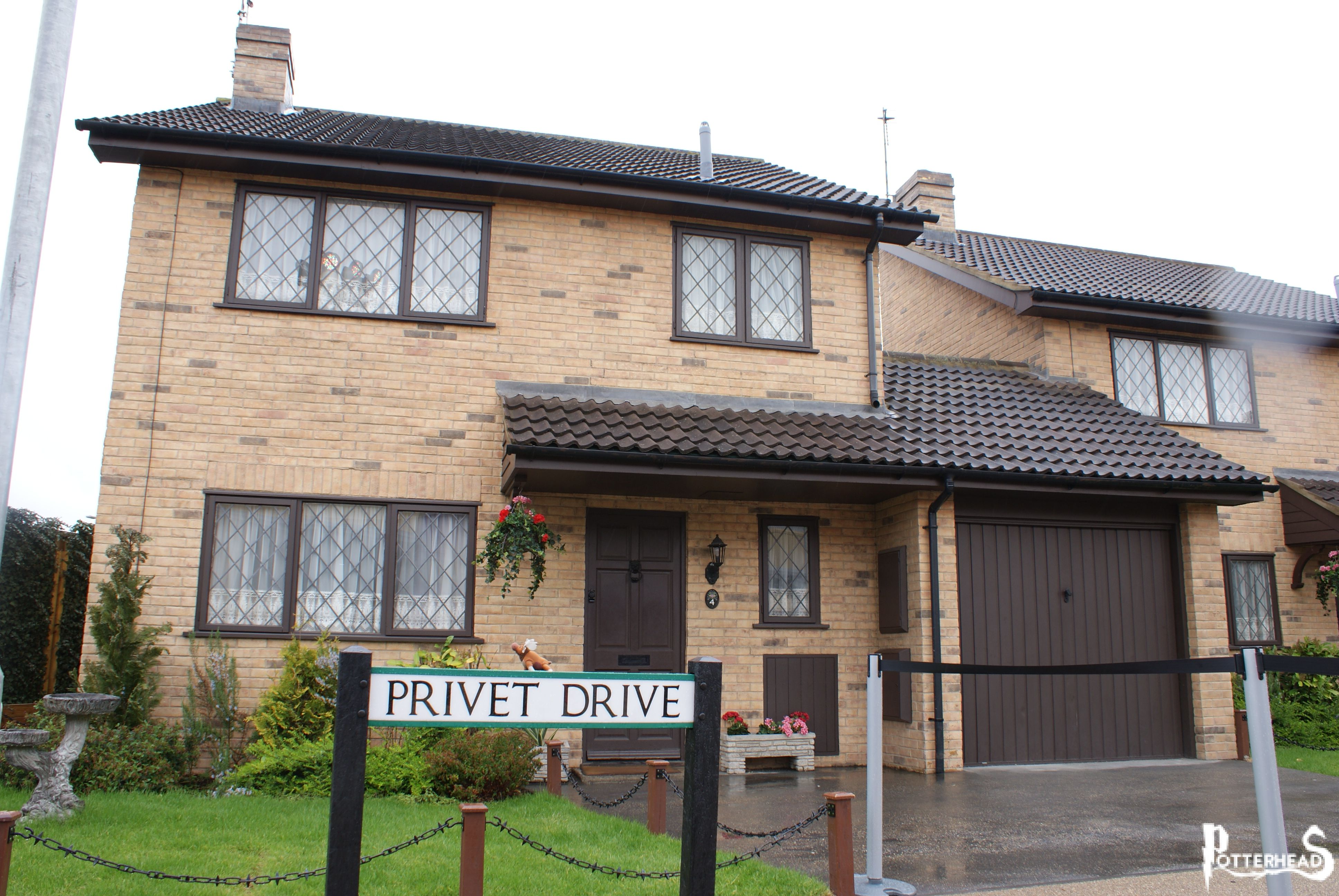 Casa dursley su harry potter enciclopedia by harryweb net - Harry potter casa ...
