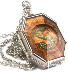 Medaglione di Serpeverde Harry Potter - PotterPedia.it