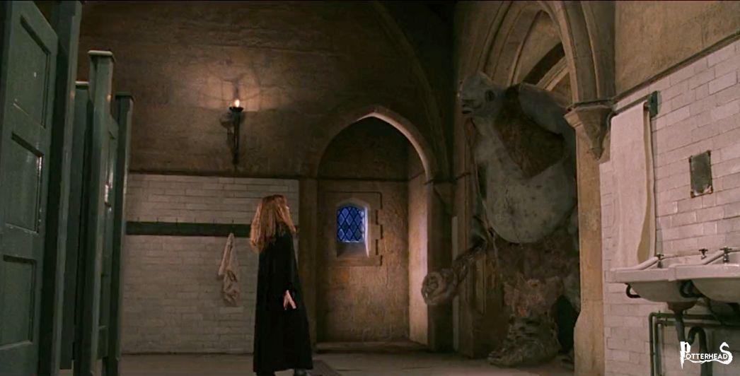 Bagno delle ragazze del Primo Piano Harry Potter - PotterPedia.it