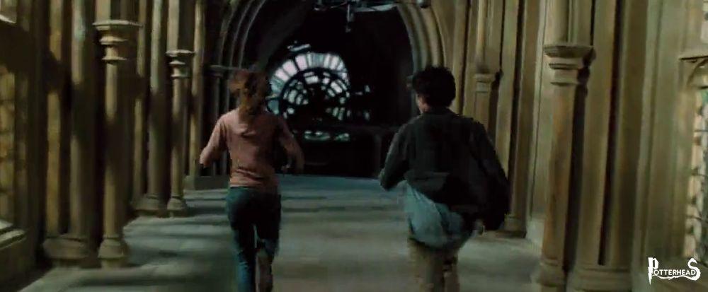 Corridoio tra la torre dell'orologio e la torre dell'infermeria Harry Potter - PotterPedia.it