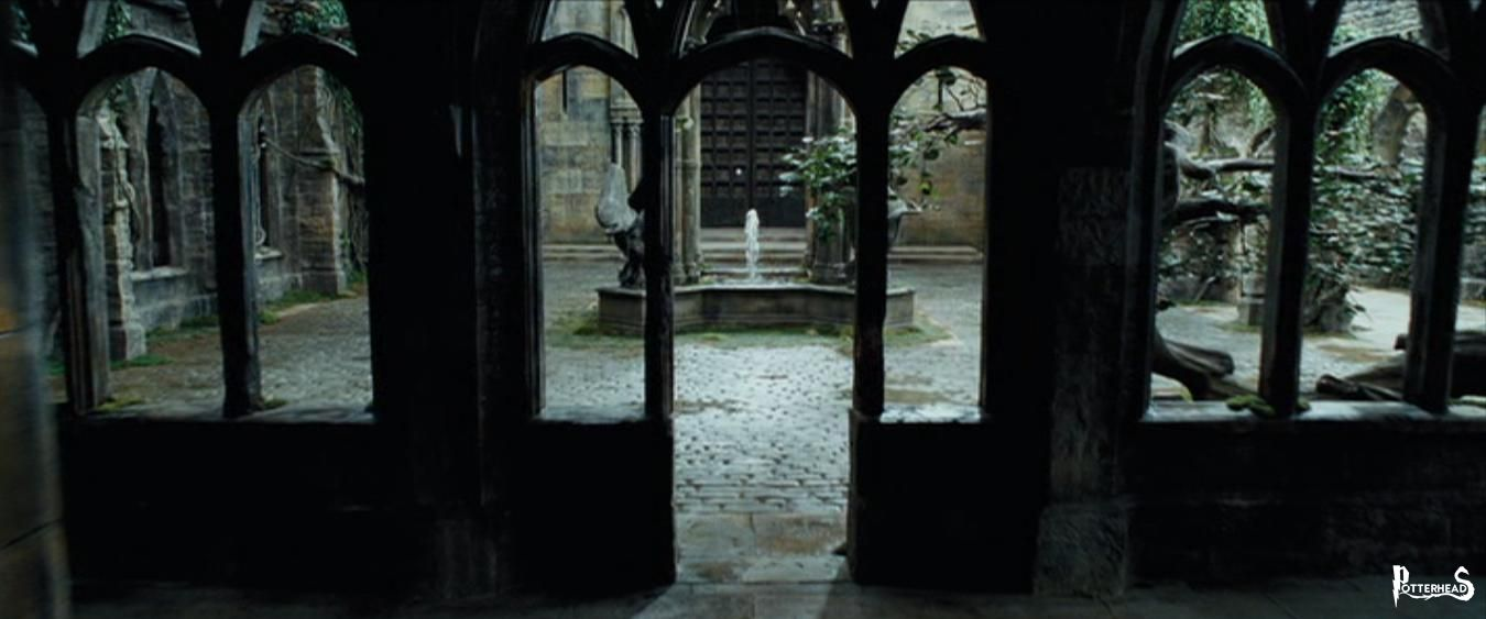 Cortile della Torre dell'Orologio Harry Potter - PotterPedia.it