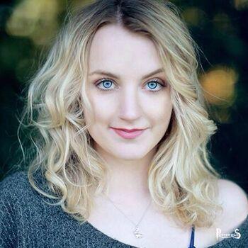 Evanna Lynch Harry Potter - PotterPedia.it